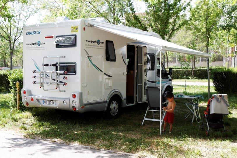 comment voyager en camping car. Black Bedroom Furniture Sets. Home Design Ideas