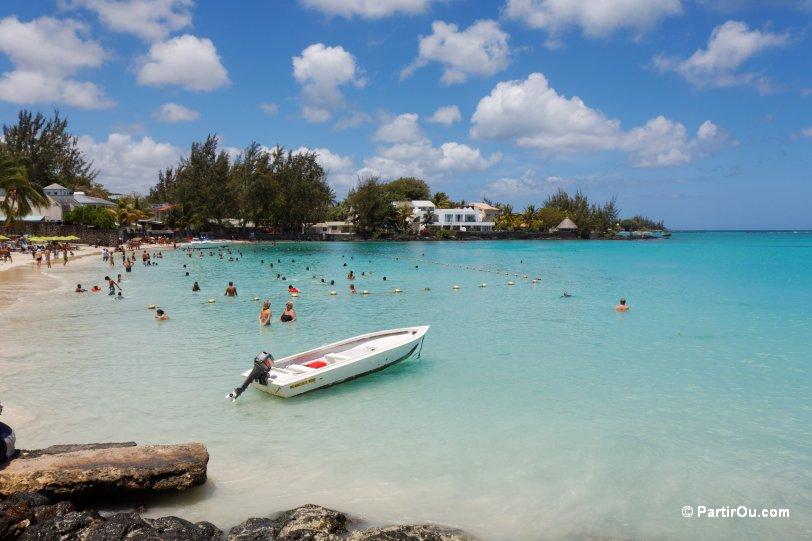 A la plage avec ma cam voyeur pour mes fans - 2 part 7