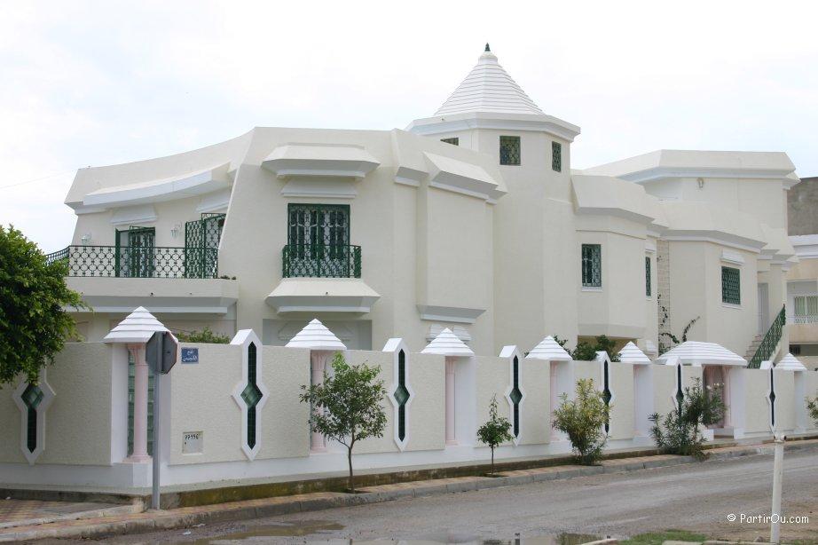 maisons des quartiers riches de nabeul tunisie photos. Black Bedroom Furniture Sets. Home Design Ideas